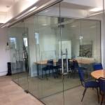 витрини за магазини и преградни стъкла