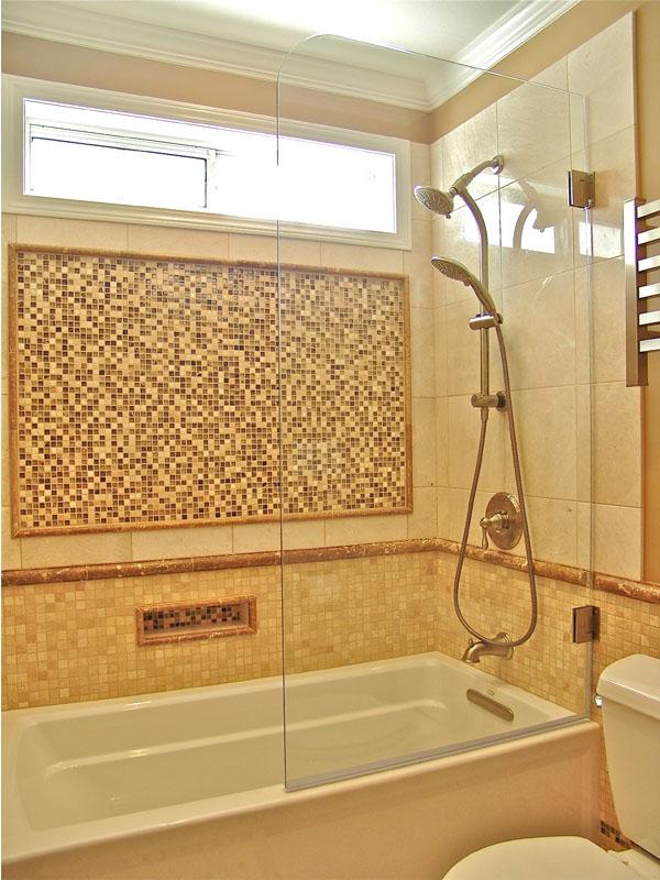 Стъклен параван за вана
